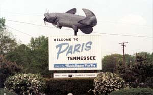 Photo of Paris, Tennessee 'Welcome' sign with catfish on top